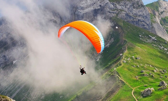 paragliding spots in India